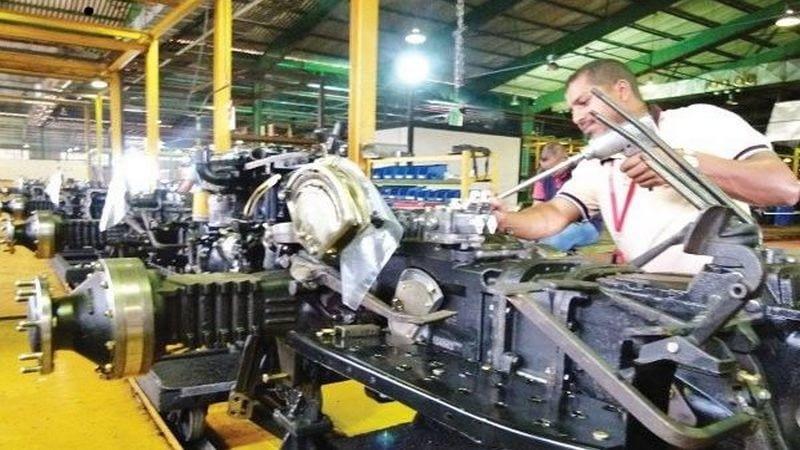 En este momento estás viendo Más de 2 mil tractores fabricará la empresa mixta Venirán Tractor en 2012